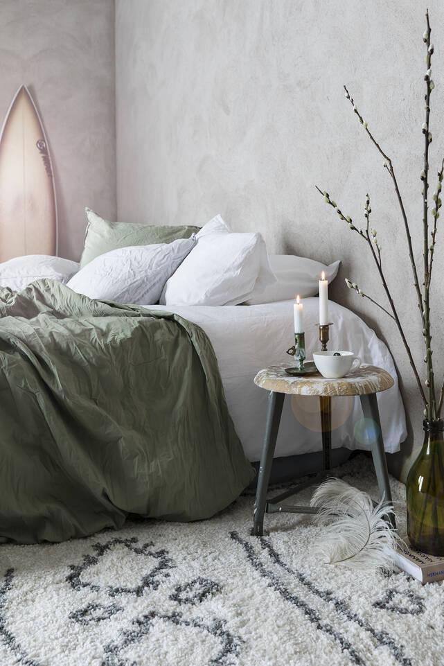 Valkoinen  shaggy piramit 2.8 kg - matto makuuhuone.